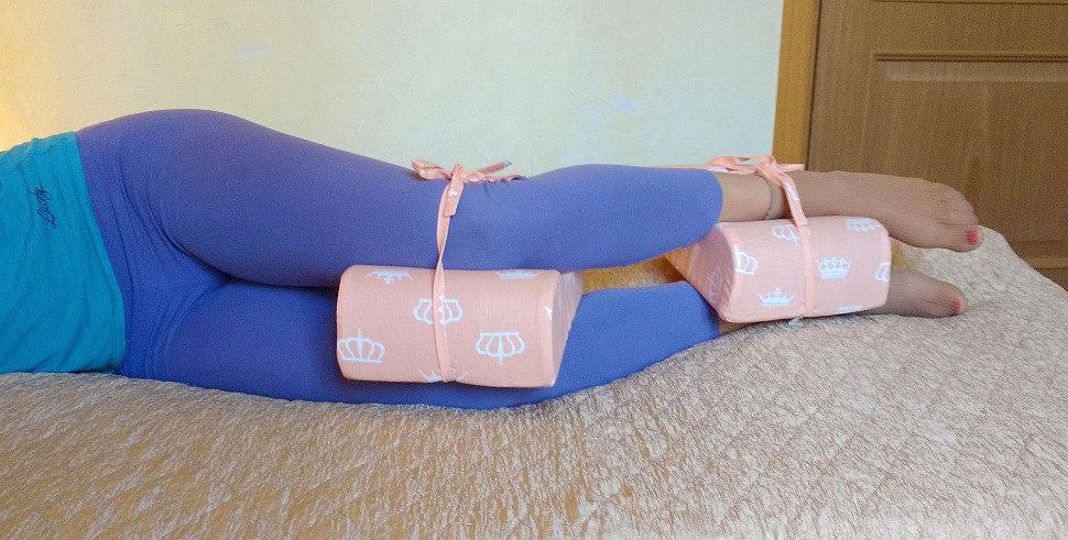 Ортопедическая подушка между ног